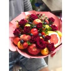 """Букет из фруктов """"Грейпфрукт"""" и цветами"""